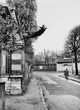 Yves Klein, Le peintre de l'espace se jette dans le vide!, 1960